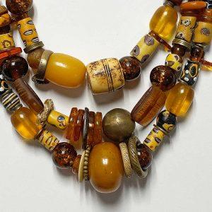 necklaceantiqueamberdetailsquare
