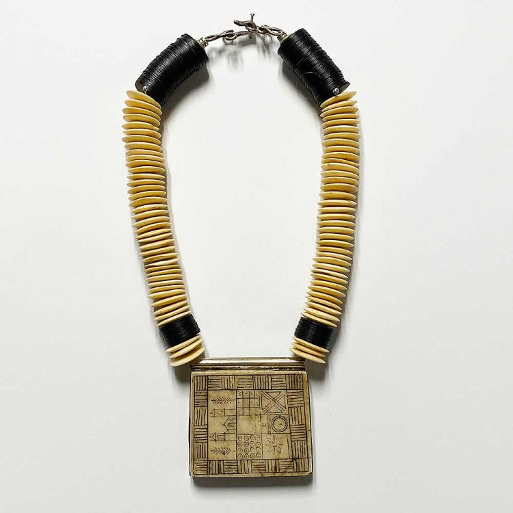 necklacealtarpiecesquare
