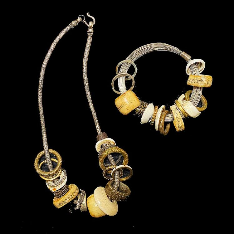 necklacebraceletringsblacksquare